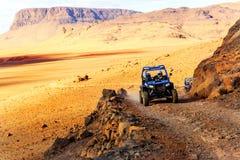 Merzouga, Marruecos - 21 de febrero de 2016: travesía azul de la estrella polar RZR 800 Fotografía de archivo