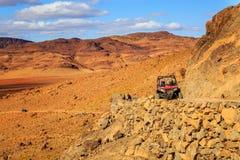 Merzouga, Marruecos - 21 de febrero de 2016: travesía azul de la estrella polar RZR 800 Foto de archivo libre de regalías