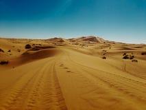 Merzouga& x27; s Woestijn stock afbeeldingen
