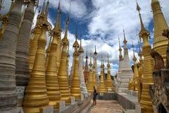 Mesón Thein Paya de Shwe cerca del lago Myanmbar Birmania Nyaung Shwe Inle foto de archivo