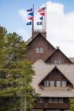 Mesón y casa de campo fieles viejos - parque nacional de Yellowstone Fotos de archivo