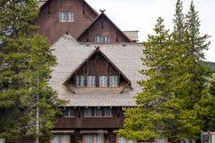 Mesón y casa de campo fieles viejos - parque nacional de Yellowstone Imagenes de archivo