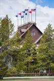 Mesón y casa de campo fieles viejos - parque nacional de Yellowstone Imágenes de archivo libres de regalías