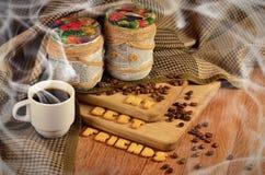 Mes meilleurs amis Tasse de café et un texte, composé de biscuits Photographie stock libre de droits
