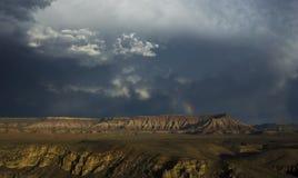 Mesa岩石和彩虹在犹他,美国 免版税库存照片