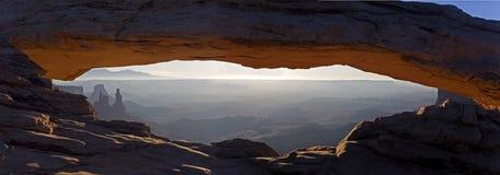 Mesa曲拱全景在峡谷地国家公园,犹他 库存照片