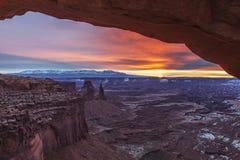 Mesa曲拱, Canyonlands,犹他 图库摄影