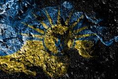Mesa,在老肮脏的墙壁背景的亚利桑那发烟性神秘的旗子 向量例证
