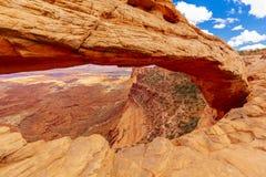 Mesa Arch Canyonlands nationalpark nära Moab, Utah, USA Fotografering för Bildbyråer
