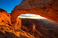 Mesa Arch en parc national de Canyonlands près de Moab, Utah, Etats-Unis Images libres de droits