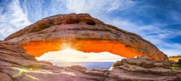 Mesa Arch Panorama fotografering för bildbyråer