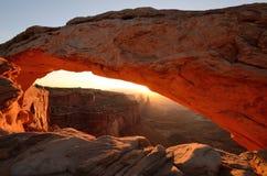 MESA-Bogen, der am Sonnenaufgang glüht Lizenzfreies Stockfoto