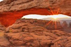 MESA-Bogen-Sonnenaufgang-Aufflackern Stockfoto