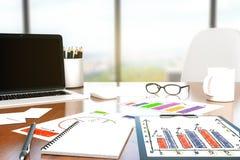 Mesa com ferramentas do escritório Imagens de Stock
