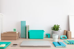 Mesa criativa em ciano Imagem de Stock