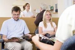 Mesa da sala de espera e de recepção Foto de Stock