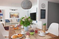 Mesa de comedor - desayuno - 01 tirados Imagenes de archivo