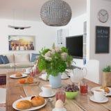 Mesa de comedor - desayuno - 02 tirados Foto de archivo