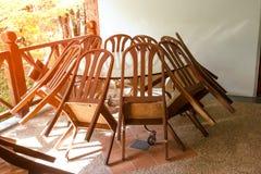 Mesa de comedor fijada con estilo moderno de las sillas Foto de archivo libre de regalías