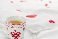 Mesa de desayuno del día del ` s de la tarjeta del día de San Valentín Imagen de archivo