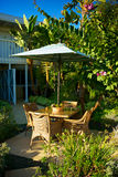 Mesa de desayuno en el ajuste tropical Fotografía de archivo libre de regalías