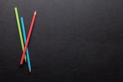 Mesa de escritório com lápis coloridos Imagem de Stock Royalty Free