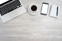 Mesa de escritório com portátil Foto de Stock Royalty Free