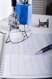 Mesa de escritório do livro- de contabilidade fotos de stock royalty free
