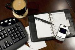 Mesa de escritório organizada Imagens de Stock