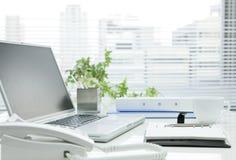 Mesa de escritório Fotos de Stock