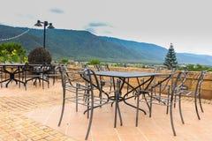 A mesa de jantar é feita do ferro preto Fotos de Stock Royalty Free
