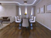 Mesa de jantar agradavelmente decorada e servida Fotografia de Stock