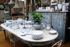Mesa de jantar com louça Imagem de Stock Royalty Free