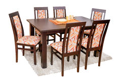Mesa de jantar e cadeiras isoladas no branco com trajeto de grampeamento Fotografia de Stock Royalty Free