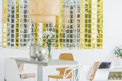 Mesa de jantar e cadeiras modernas Fotos de Stock
