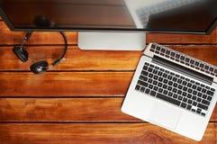 Mesa de madeira do computador imagens de stock royalty free