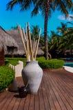 Mesa de madeira na associação maldiva do recurso Imagem de Stock Royalty Free