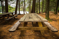 Mesa de picnic Foto de archivo
