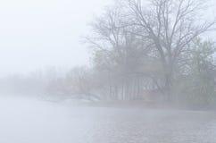 Mesa de picnic en la niebla Fotografía de archivo libre de regalías