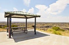 Mesa de picnic sombreada Imagen de archivo libre de regalías
