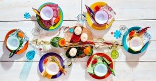 Mesa de picnic tropical colorida del verano fotos de archivo libres de regalías