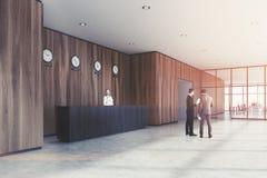 Mesa de recepção preta, escritório de madeira, lado, pessoa Imagem de Stock