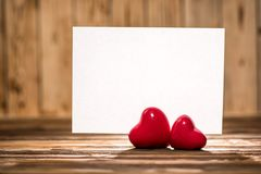 Mesa de Valentine Day Hearts On Wooden Fotografia de Stock
