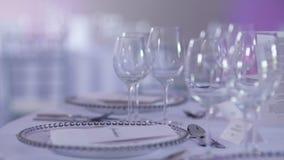 Mesa decorada de luxo para jantar de casamento video estoque