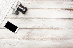 Mesa do fotógrafo como o tampo da mesa mínimo da configuração do plano fotos de stock