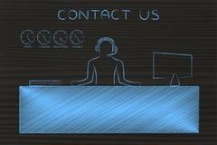 A mesa do serviço ao cliente com chamadas de resposta do empregado, contacta-nos Imagens de Stock Royalty Free