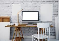 Mesa do trabalho do modelo com um PC 3d Imagem de Stock
