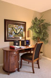 Mesa e cadeira interiores de escritório Foto de Stock Royalty Free