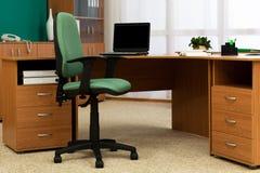 Mesa no escritório moderno Fotos de Stock Royalty Free