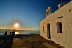 Mesa Panagia-kerk bij zonsondergang Plaka, Milos De eilanden van Cycladen Griekenland stock foto